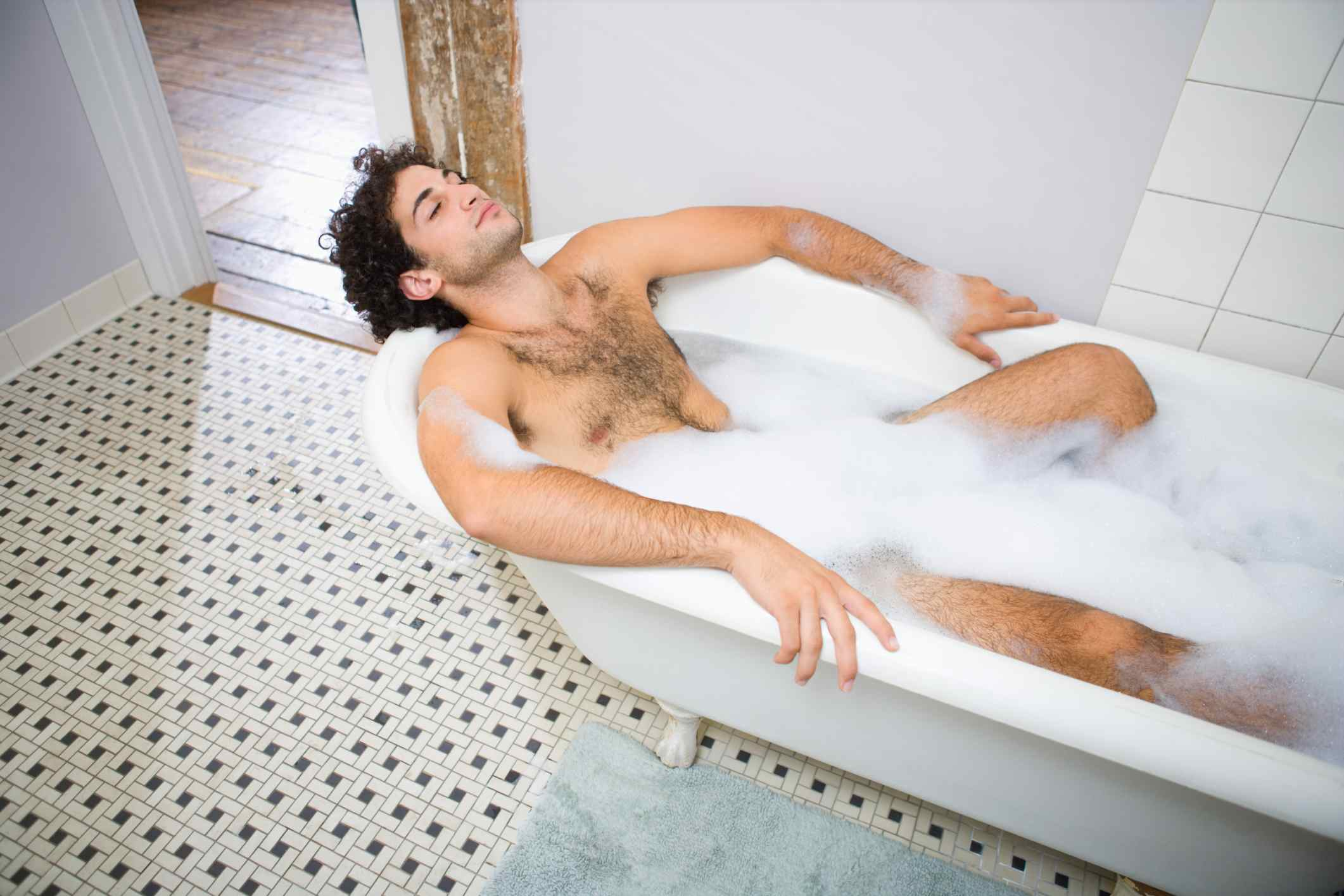 hairy-naked-men-in-a-bath