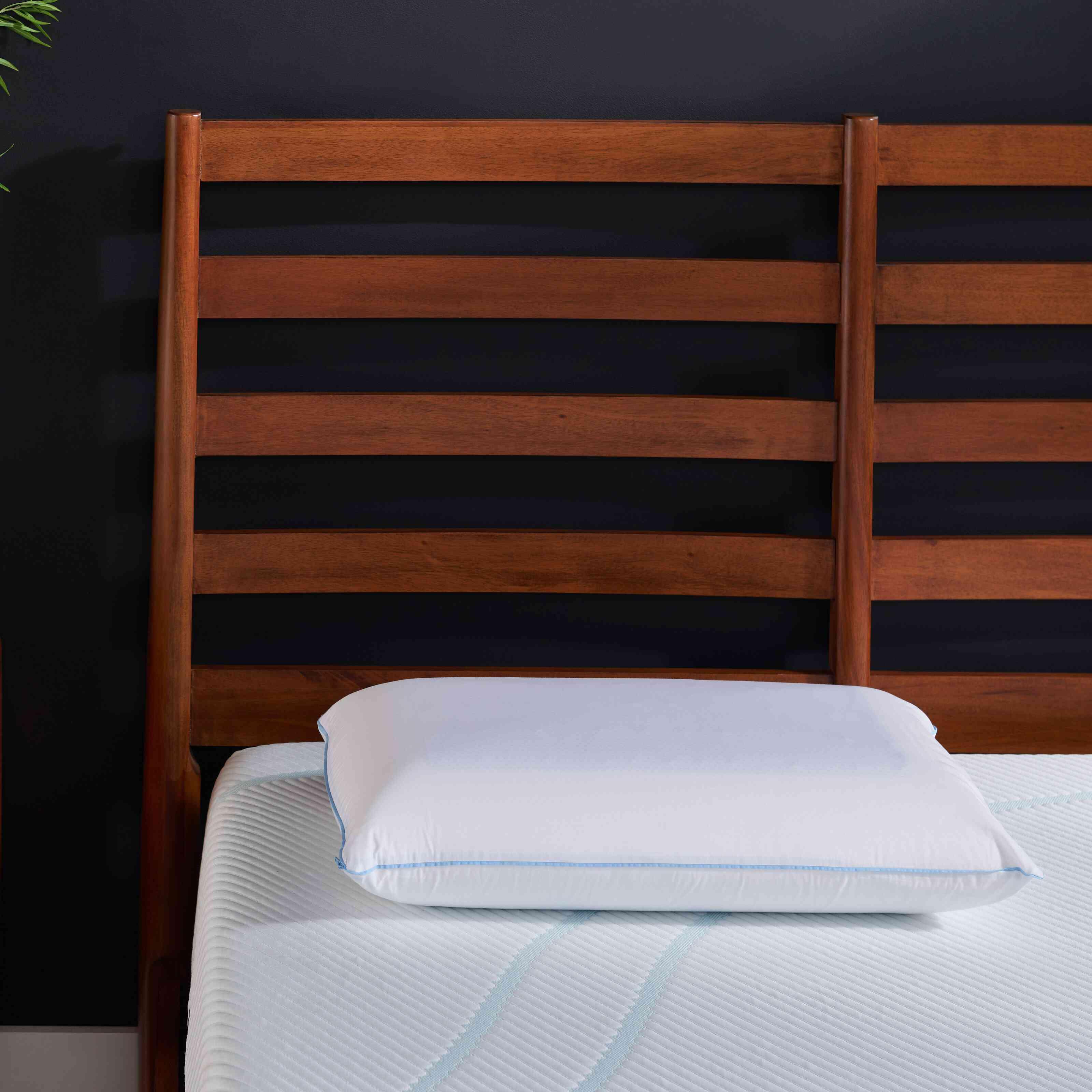 Queen White Tempur-Cloud Breeze Dual Cooling Memory Foam Medium Support Pillow