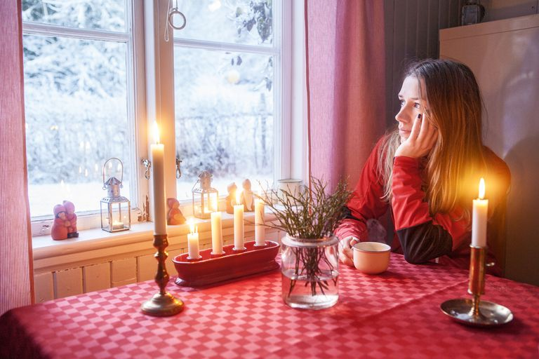 Lonely On Christmas.How To Cope When You Are Alone On Christmas