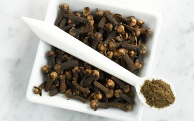 whole cloves and ground powdered cloves