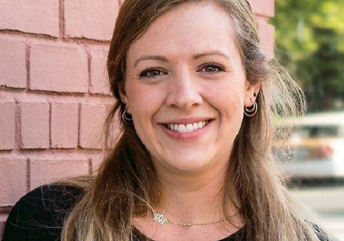 Julia Pelly