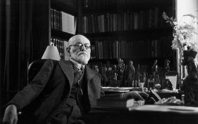 Sigmund-Freud-in-office.jpg