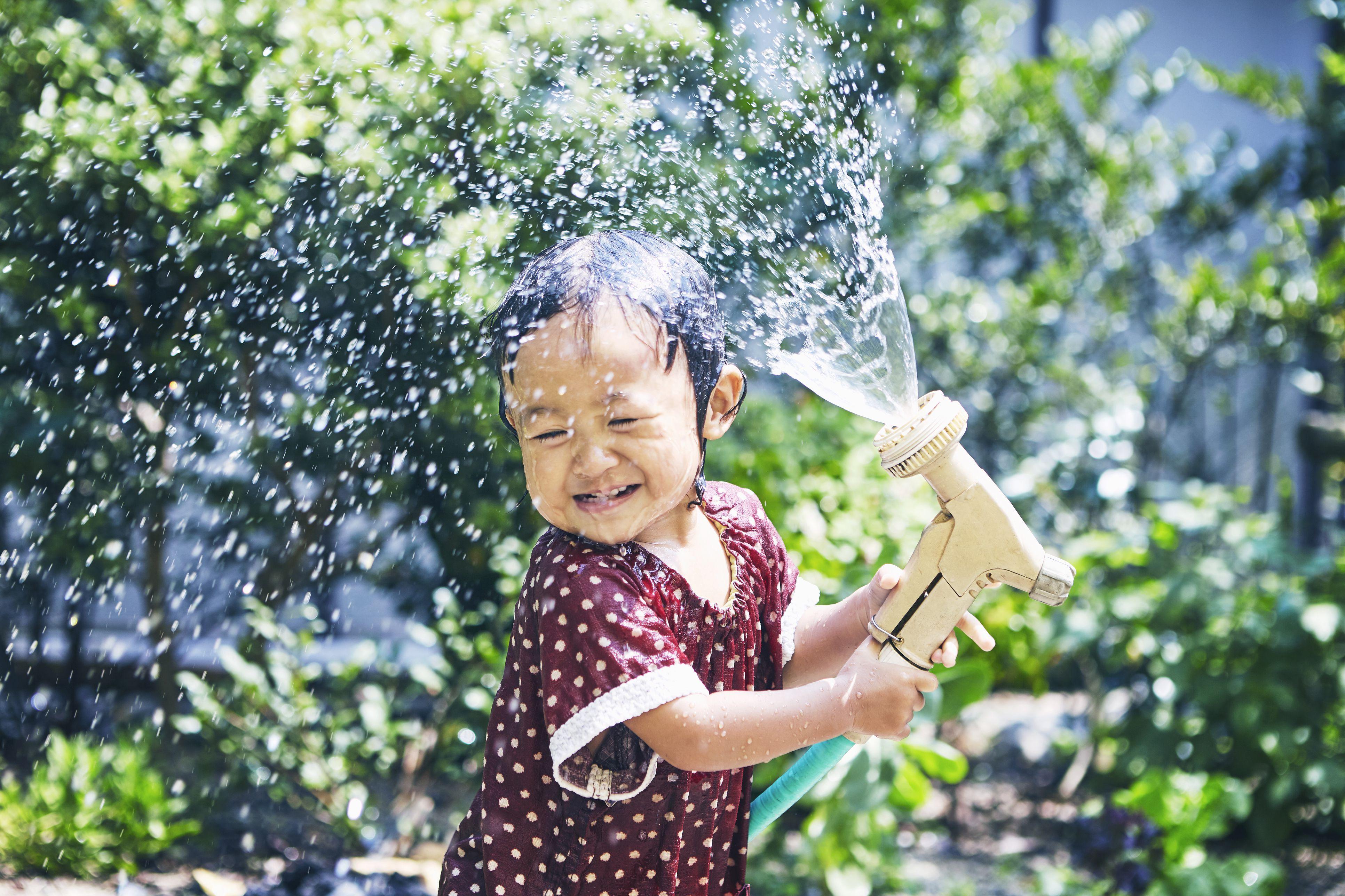 girl fucks water hose