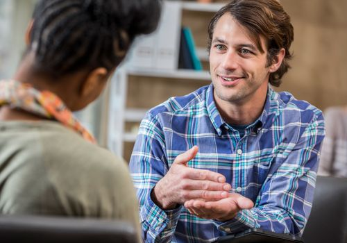 Man discusses something with therapist