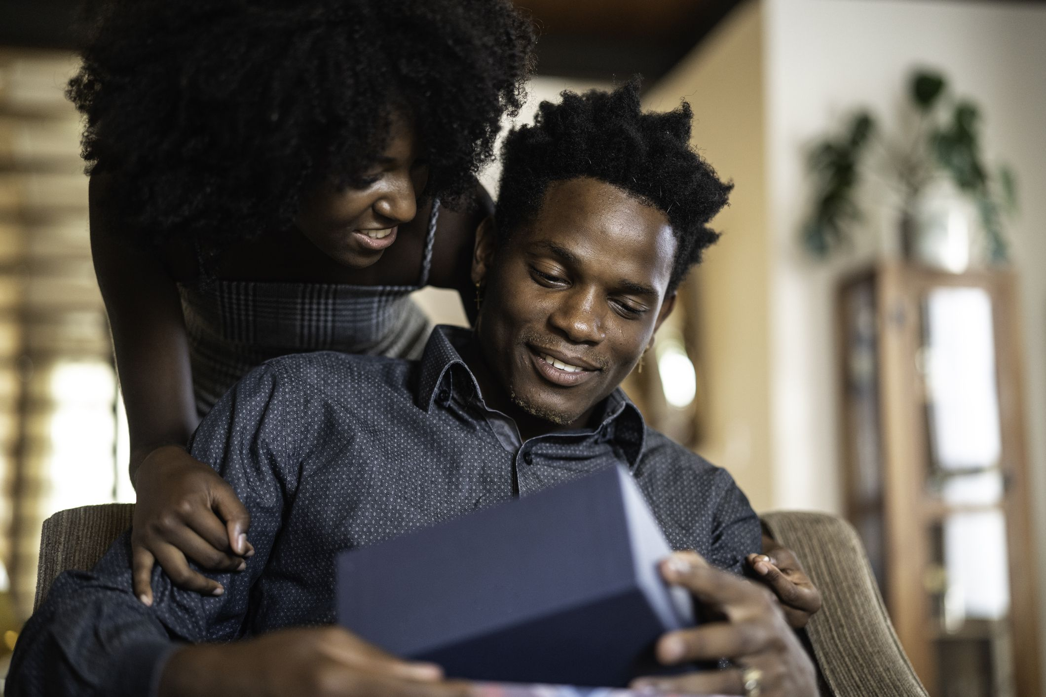 What the Receiving Gifts Love Language Means for a Relationship