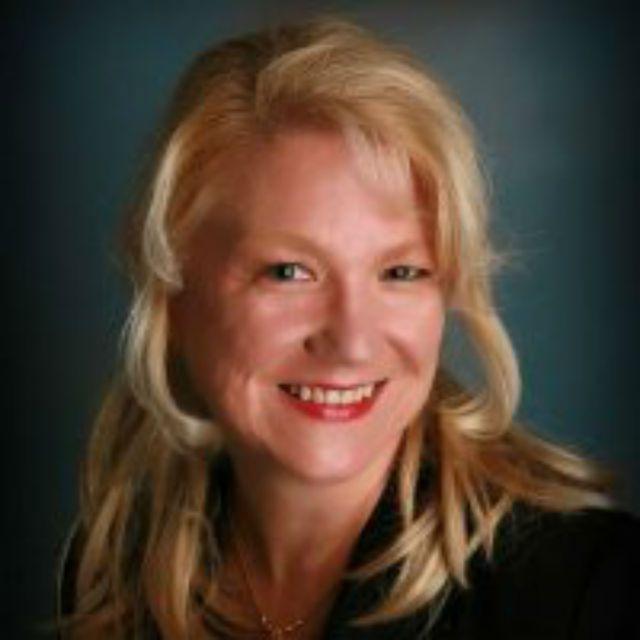 Lynne Elridge headshot