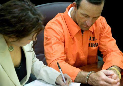 forensic psychologist talking to criminal