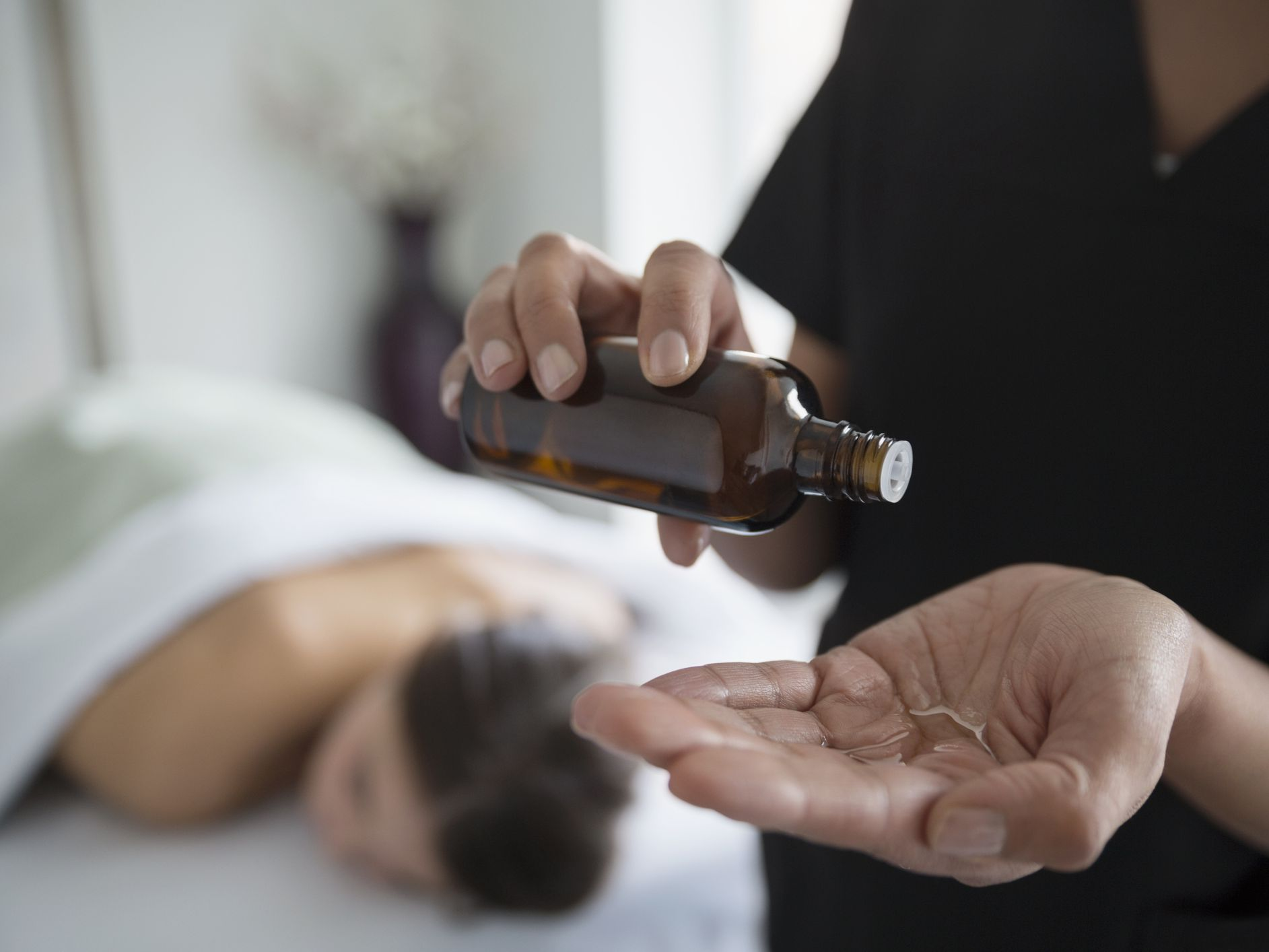 Aromatherapy Massage Benefits and Precautions