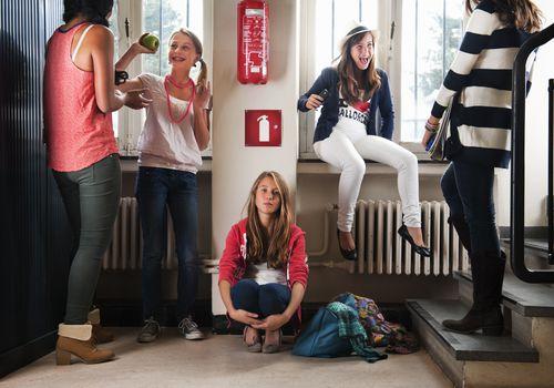 Teenagers talking in a dorm.