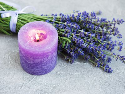 lavender aromatherapy candle