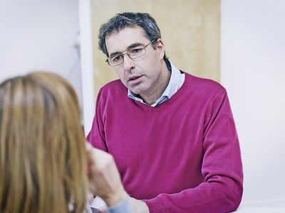 psychologist talking to woman