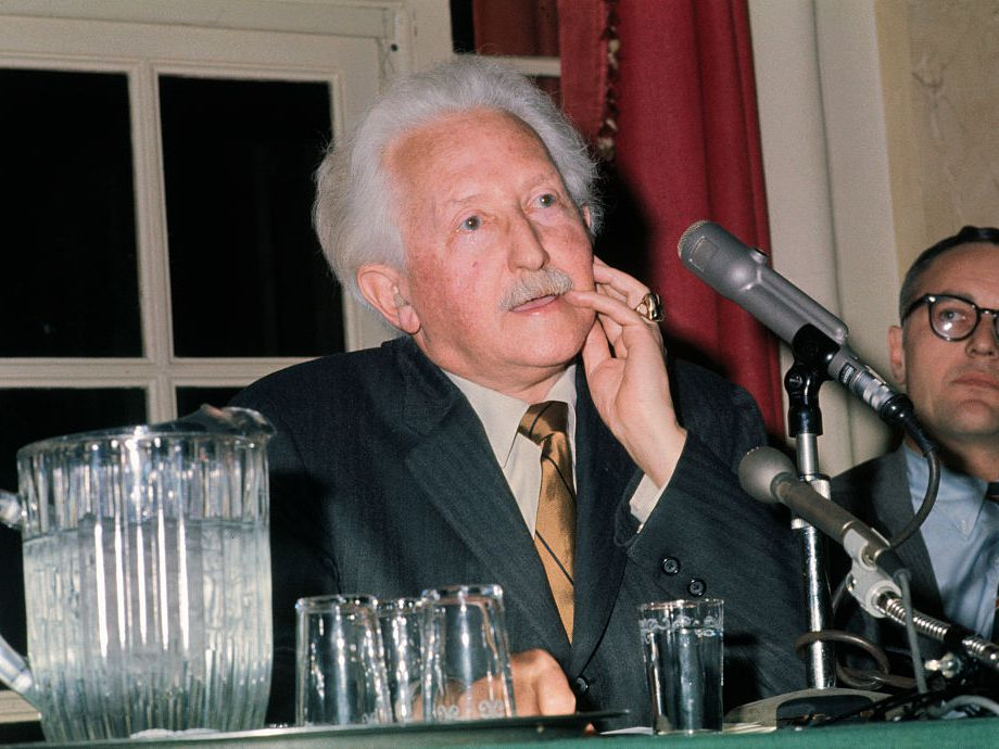 Biography of Psychologist Erik Erikson